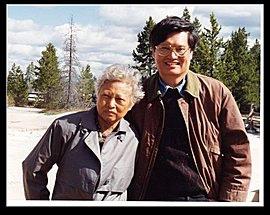 James與母親在黃石公園.jpg