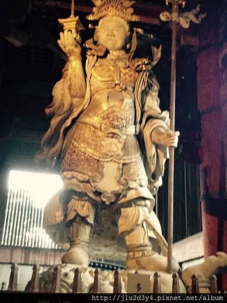 大佛殿(金堂)後方東北方的多聞天像(佛教四大金鋼之一).jpg