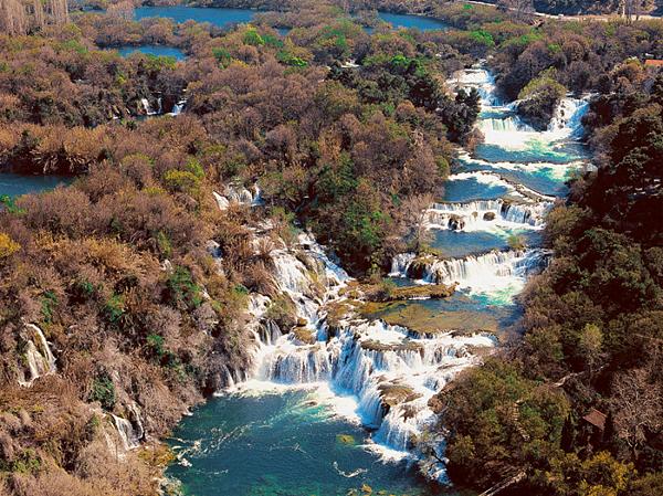 科卡公園的大瀑布.png