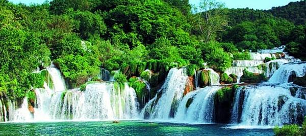 科卡公園的大瀑布1.png