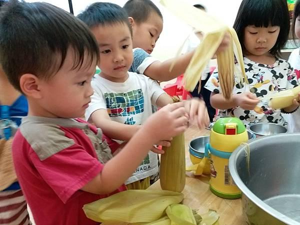 小班玉米 (4).jpg
