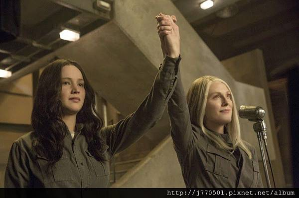 Mockingjay-Part-1-still-Katniss-Coin