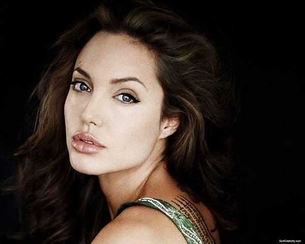 Angelina-Jolie-352-1280x1024.jpg