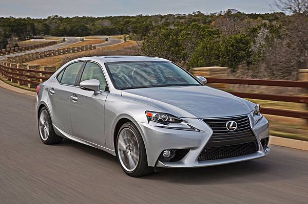 2014-lexus-is250-front-three-quarter-2