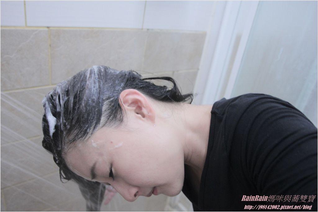 arin氧潤護色水漾洗髮精10.JPG