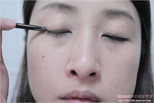 NAF眼線膠筆10.JPG
