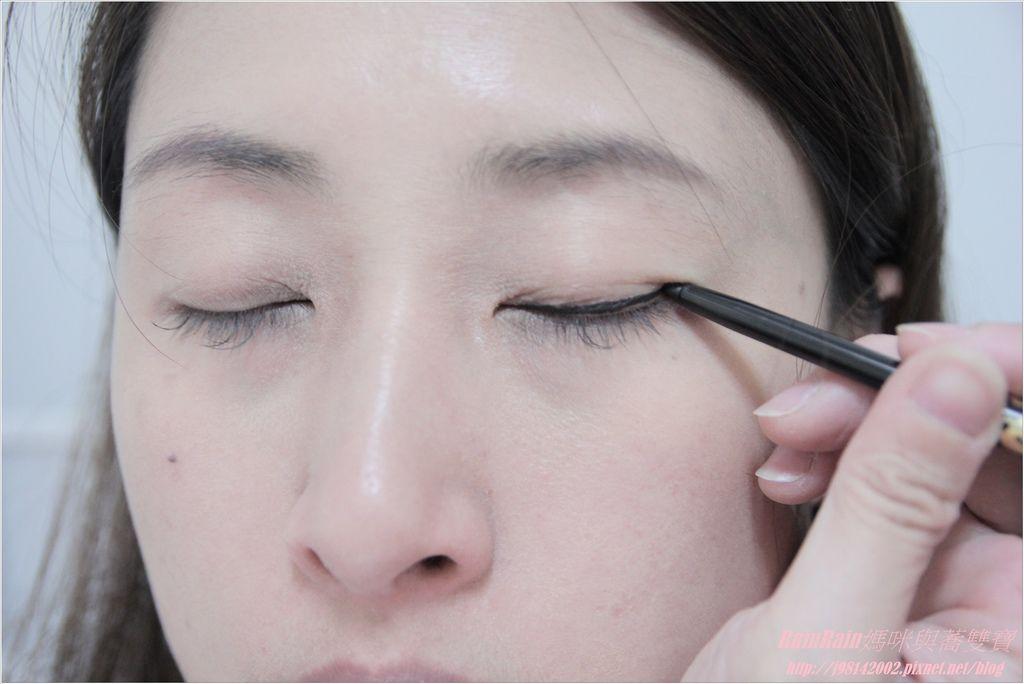 NAF眼線膠筆9.JPG