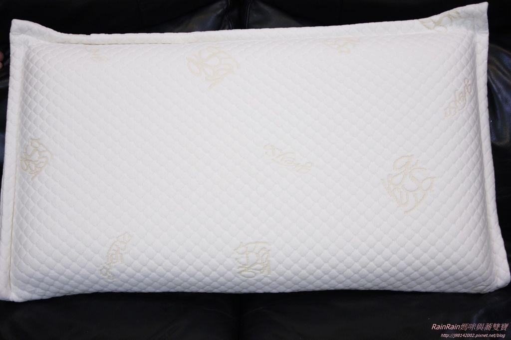 格蕾莎熟眠記形枕8.JPG