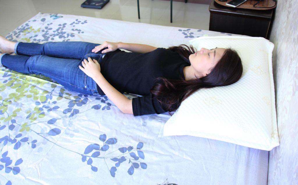 格蕾莎熟眠記形枕16.JPG