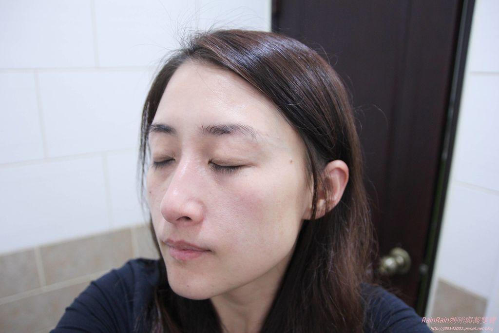 蜂毒緊緻迴齡霜11.JPG