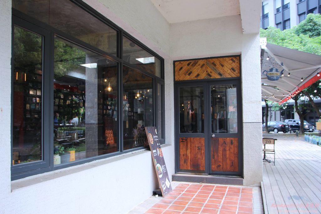 LALA Kitchen3.JPG