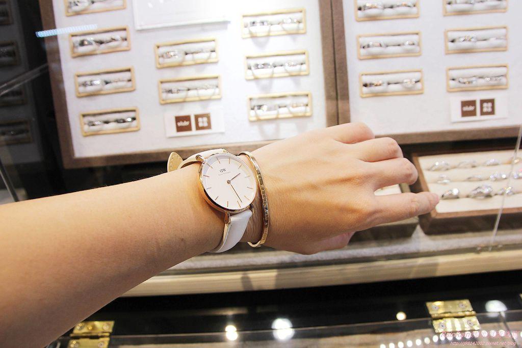 DW手錶9.JPG