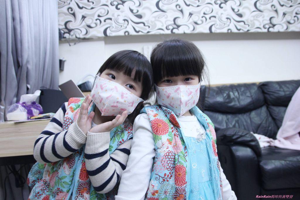 康乃馨PM2.5 Z摺口罩8-4.JPG