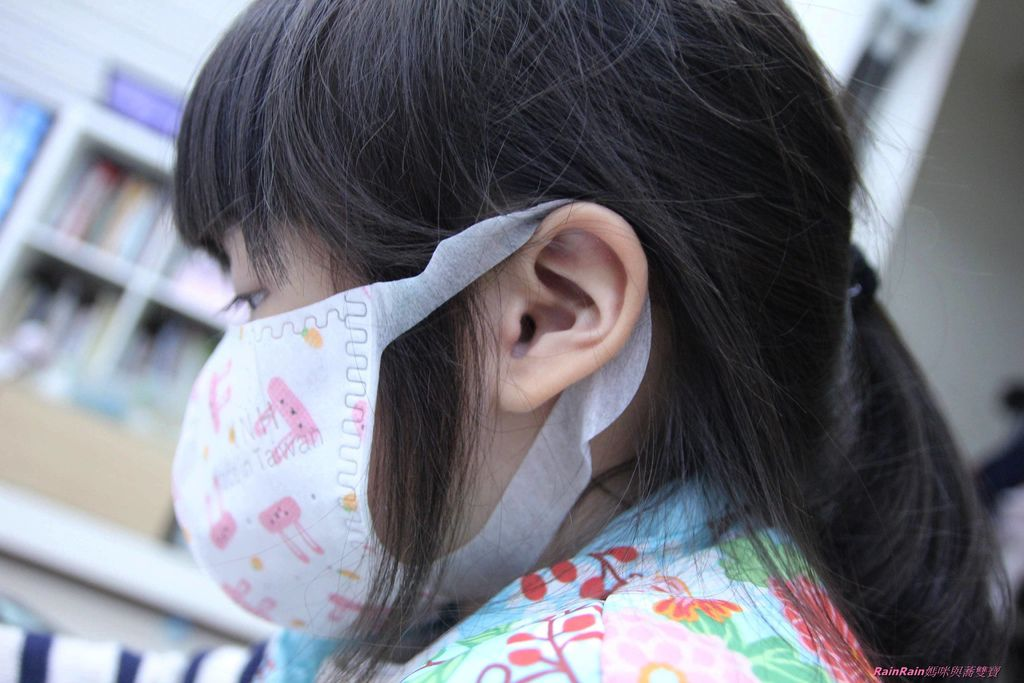 康乃馨PM2.5 Z摺口罩8-2.JPG