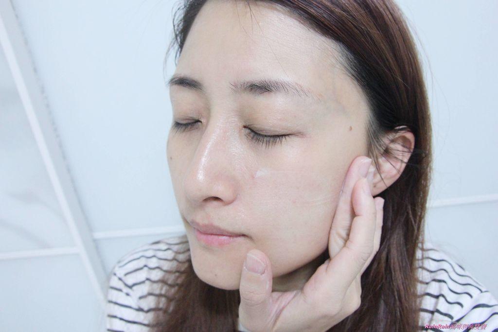雅詩蘭黛白金級晶鑽淨白精粹試9.JPG