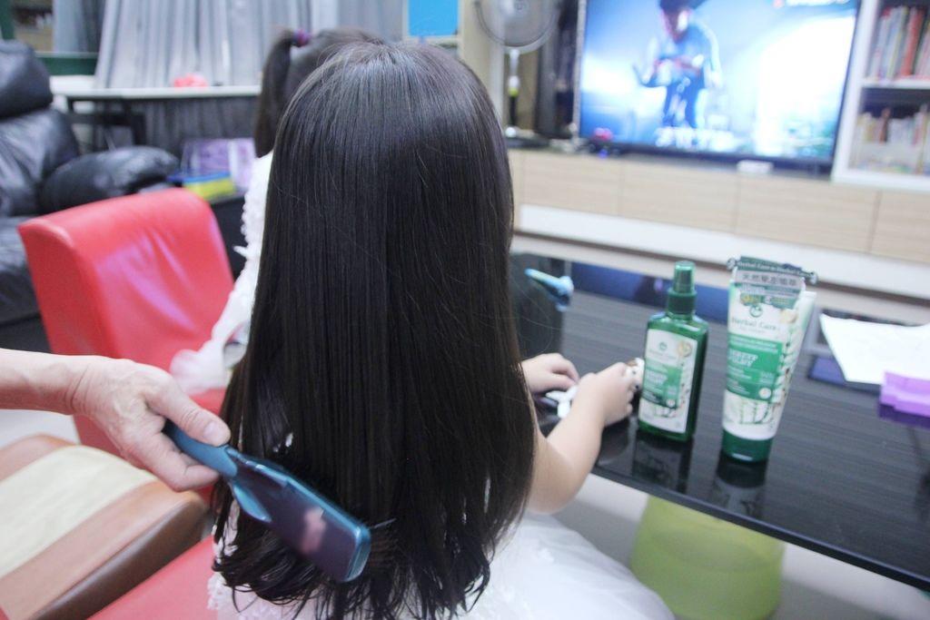 馬尾草滋養植萃修護調理洗髮露5-2.JPG