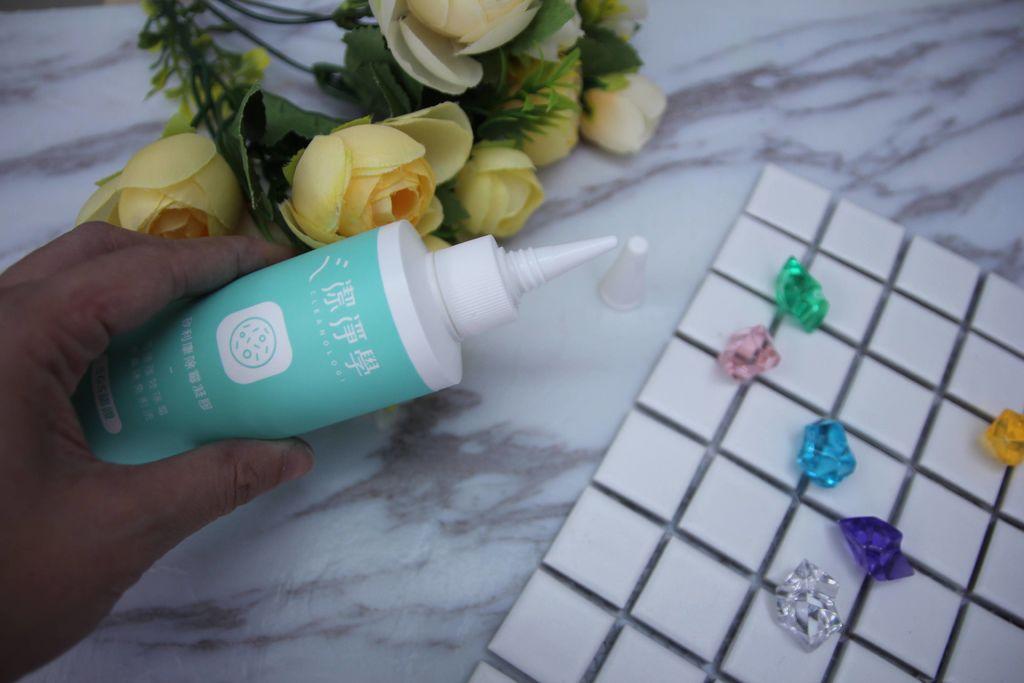 浴室矽利康的除霉清潔3.JPG