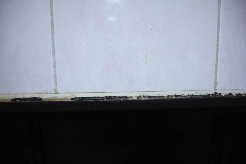 浴室矽利康的除霉清潔10.JPG