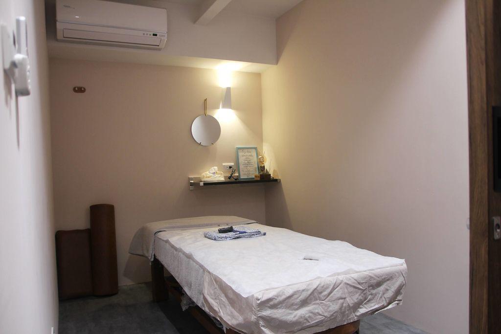 CORNER Massage5-3.JPG