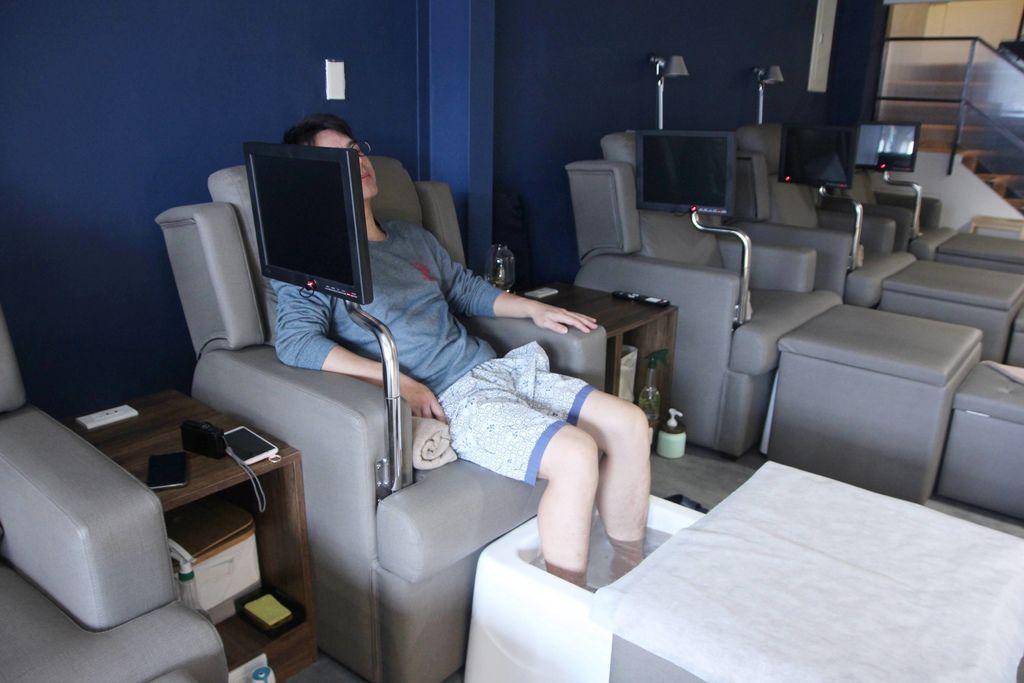 CORNER Massage15.JPG