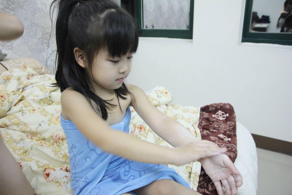 I BAEBAE 愛貝貝嬰兒柔潤護膚霜14.JPG