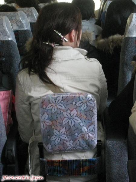 這個日本女生的頭髮一定要這麼夾嗎??