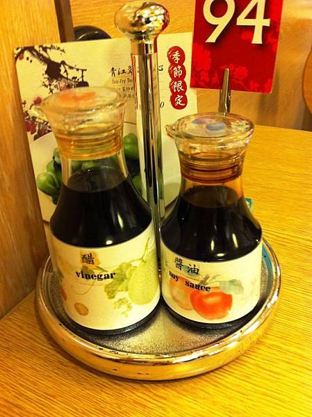 小籠包專用醬油和醋.JPG