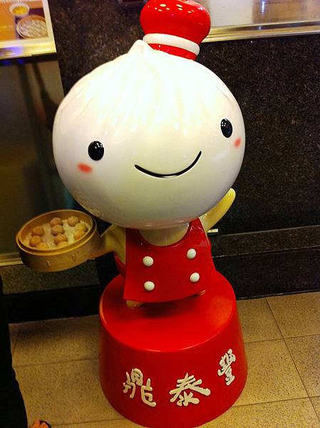 店門口的玩偶.JPG