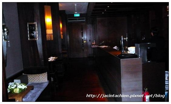 AoBa餐廳入口長廊