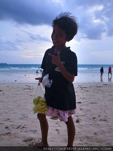 萊行樂_長灘島_沙灘上的小孩