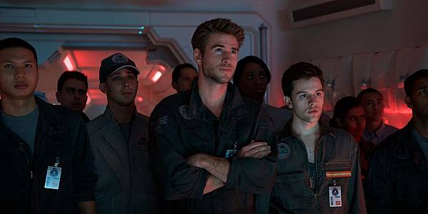 Independence-Day-Resurgence-Still-Liam-Hemsworth-.jpg