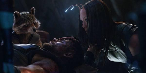 Avengers-Infinity-War-Rocket-Thor-Mantis.jpg