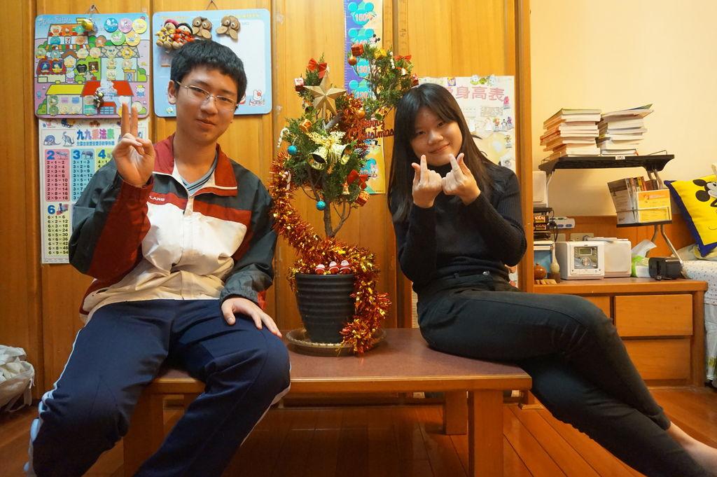 15-2017聖誕夜~裝扮聖誕樹(20171224拍攝).JPG