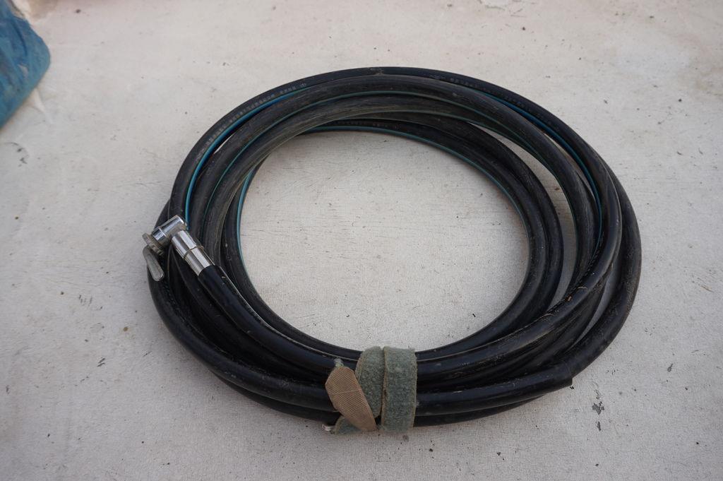 01澆水用的水管及澆水器.JPG