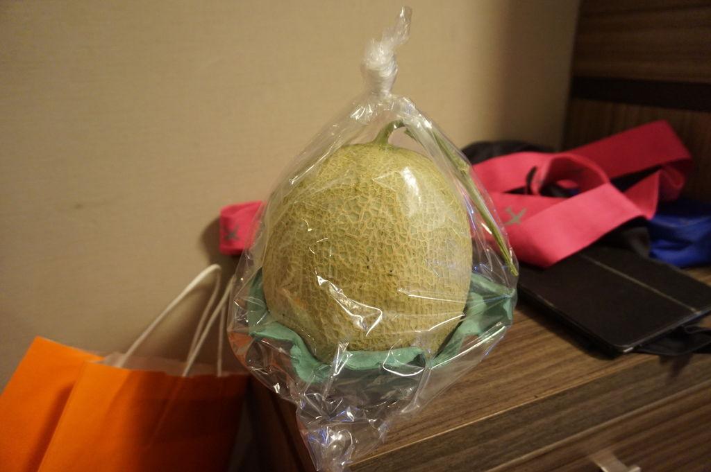 03二條市場~買了一顆北海道哈密瓜.JPG
