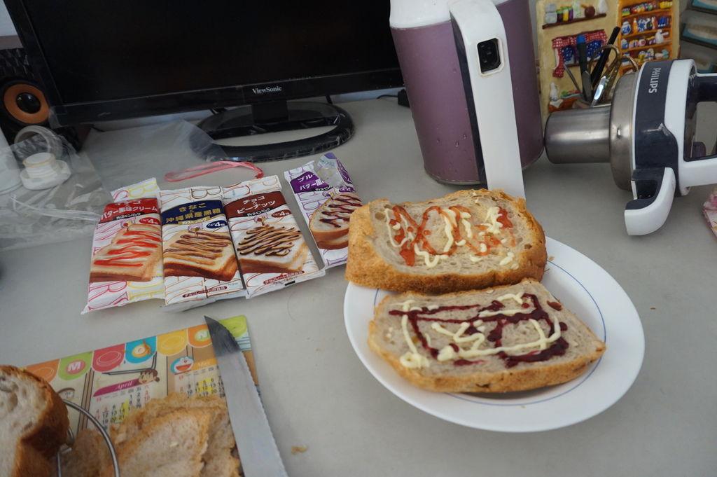 08完成~美味的早餐~方便又好吃的果醬包.JPG