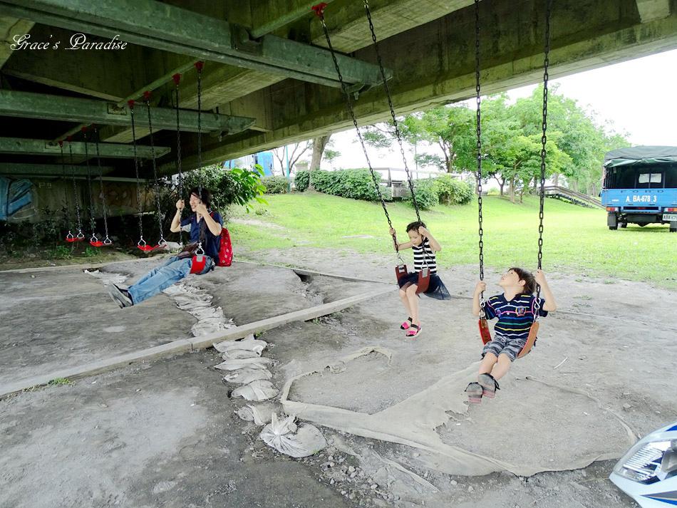 【宜蘭市景點】IG打卡熱門:慶和橋津梅棧道,橋下還有六座盪鞦韆、雨天也能遛小孩