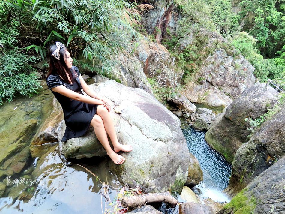 礁溪景點-猴洞坑瀑布 (25).jpg