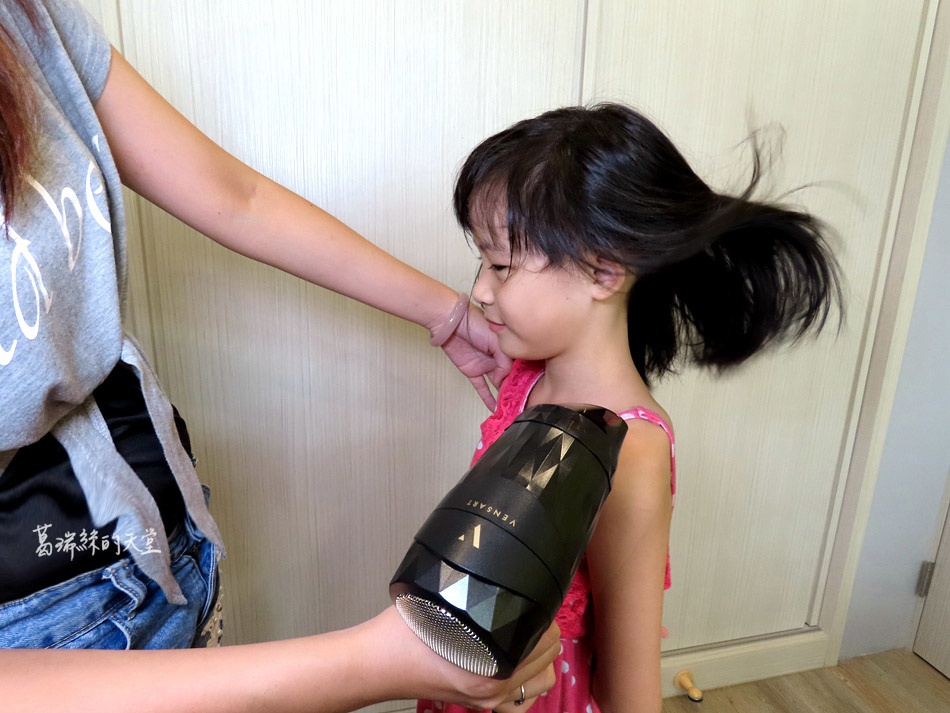 吹風機推薦-日本熱銷 VENSART V0 專利螺旋風護髮吹風機組 (3).jpg