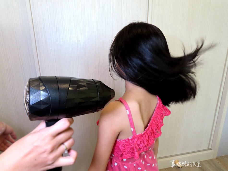 吹風機推薦-日本熱銷 VENSART V0 專利螺旋風護髮吹風機組 (4).jpg