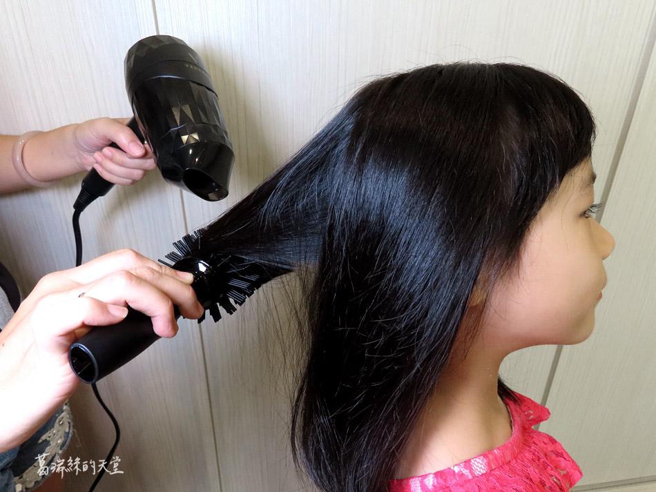 吹風機推薦-日本熱銷 VENSART V0 專利螺旋風護髮吹風機組 (8).jpg