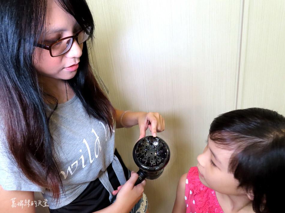 吹風機推薦-日本熱銷 VENSART V0 專利螺旋風護髮吹風機組 (11).jpg