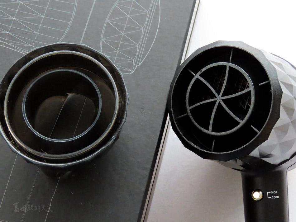 吹風機推薦-日本熱銷 VENSART V0 專利螺旋風護髮吹風機組 (41).jpg