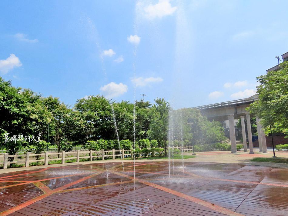 北部免費玩水景點-暖暖親水公園 (13).jpg
