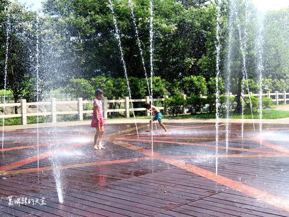 北部免費玩水景點-暖暖親水公園 (15).jpg