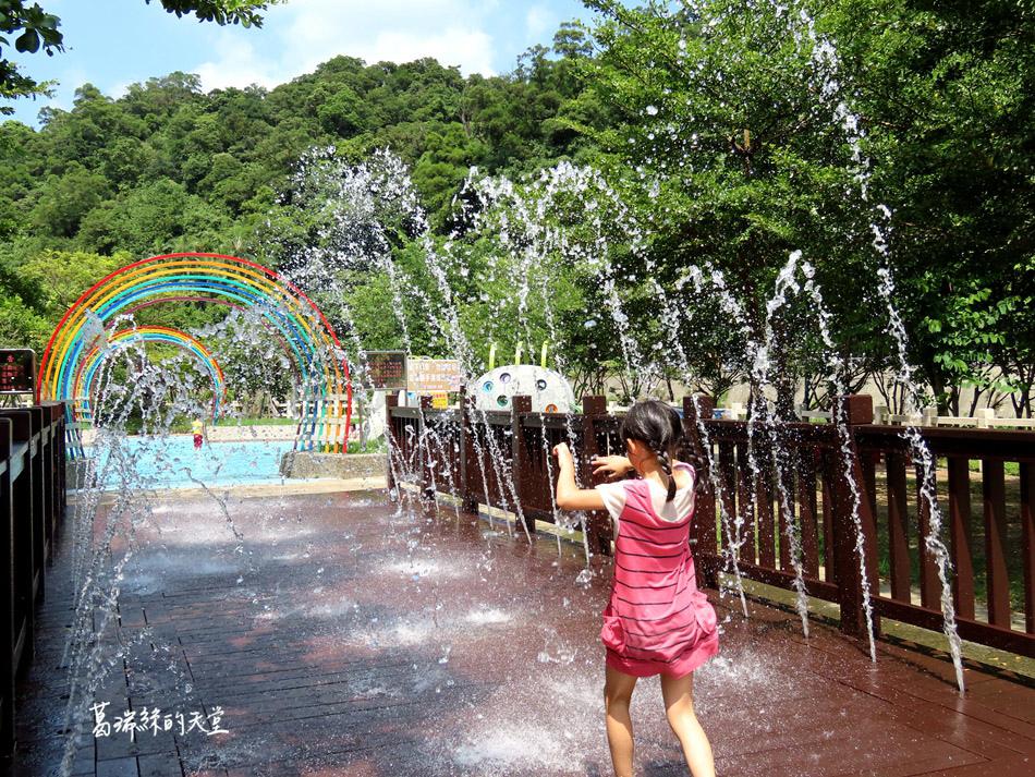 北部免費玩水景點-暖暖親水公園 (16).jpg