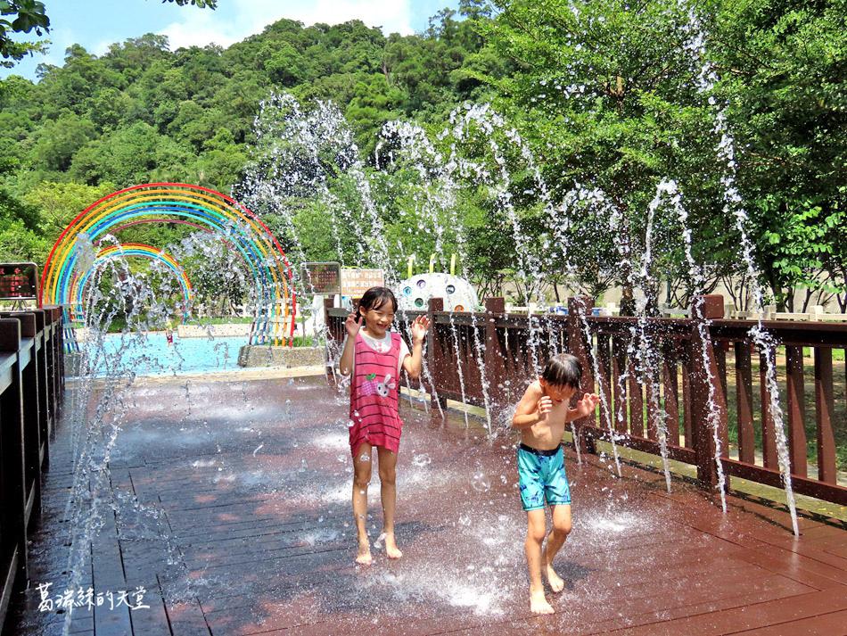 北部免費玩水景點-暖暖親水公園 (17).jpg