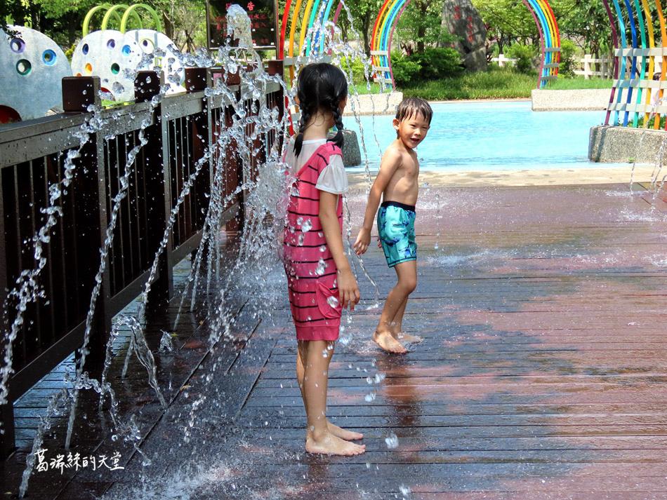 北部免費玩水景點-暖暖親水公園 (19).jpg