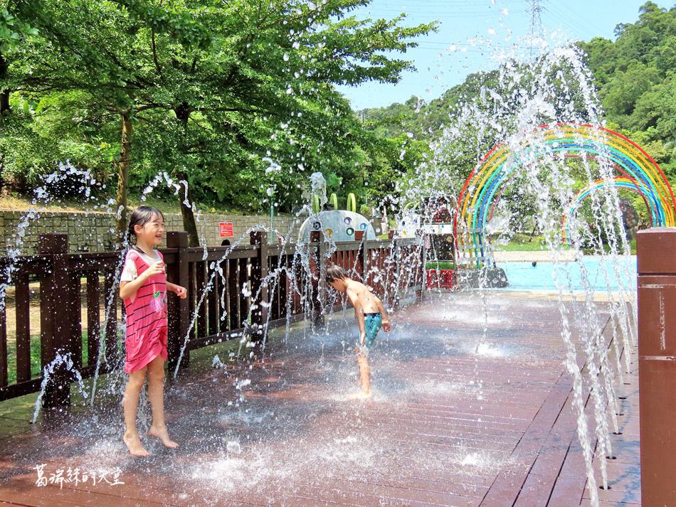 北部免費玩水景點-暖暖親水公園 (21).jpg