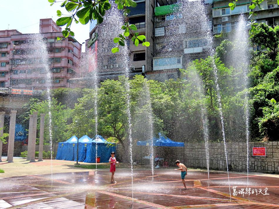 北部免費玩水景點-暖暖親水公園 (22).jpg